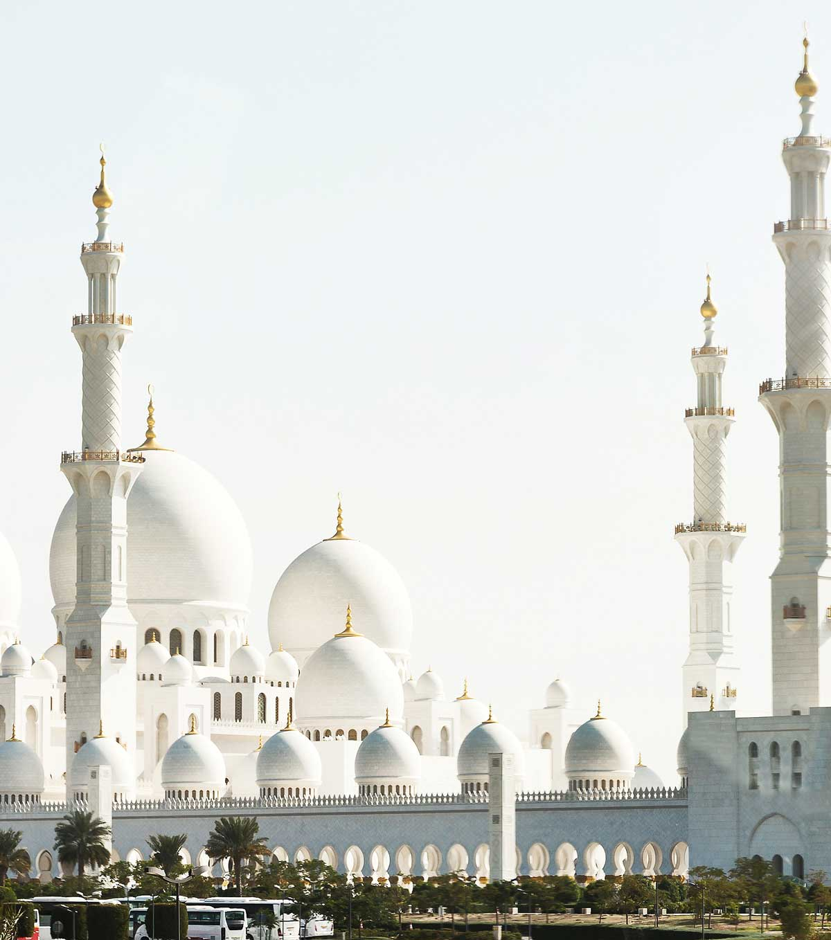 Abu Dhabi mosque, background for explore CRS's recruitment fair in Abu Dhabi